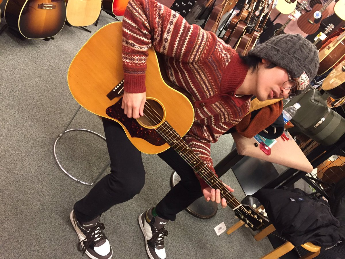 クロサワ楽器 Dr.Acousticに於いてのショット。スタッフさん推しのGibson LG-3の62年頃のビンテージ個
