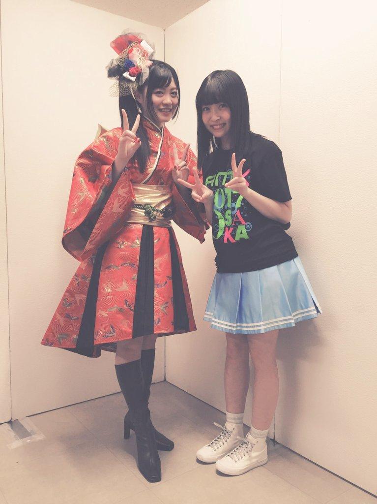 Wake Up, Girls!の吉岡茉祐さんと📷✨コラボ前の「タチアガレ!」をステージ袖でみさせて頂いてたんですが、めっ