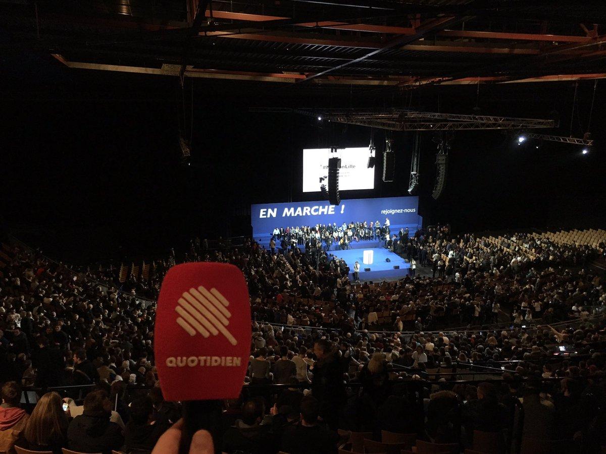 #Macron remplit totalement le #Zénith de #Lille. Pas une chaise vide. (En retirant les sièges du milieu pour le carré presse). #CoucouAubry