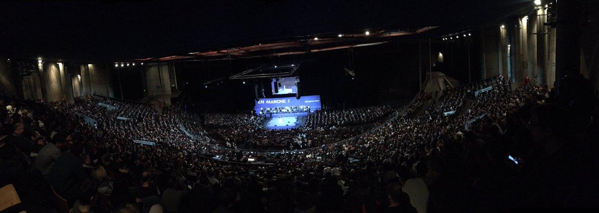 Le vrai barème de comparaison, ce n'est pas le sondage, c'est la salle choisie. Aujourd'hui #Macron remplit le Zénith de #Lille.