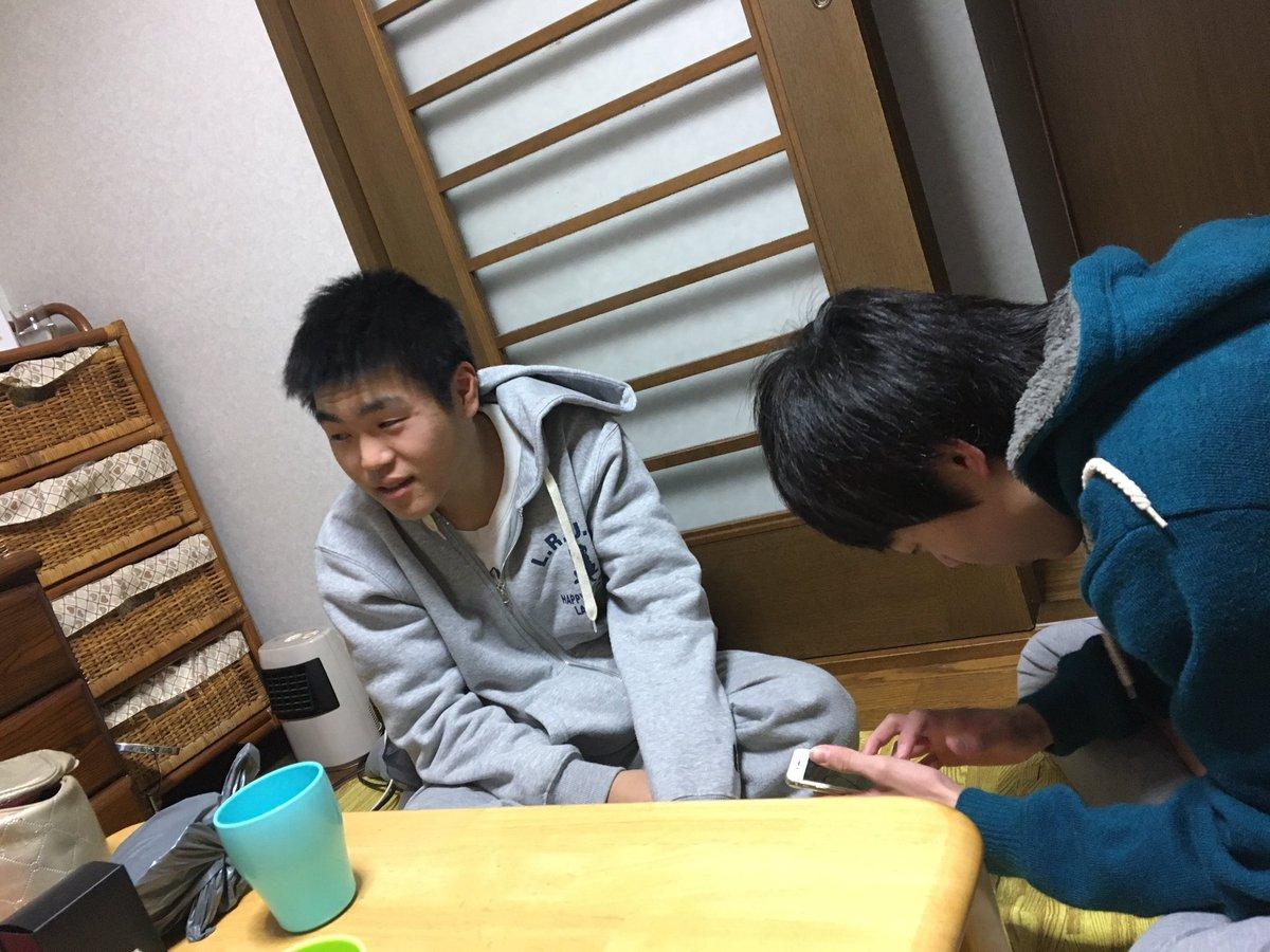 駿司ん家お泊まり〜🤣🤣✌️ちはやふる下の句鑑賞なう〜😵💫楽しいぜ!しゅんぺい眠そうww