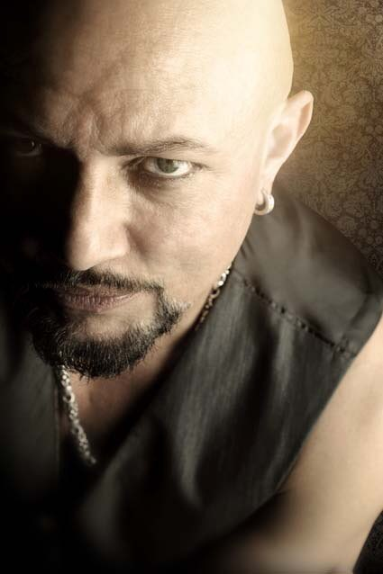 Happy birthday to the amazing Geoff Tate! ¡Feliz cumpleaños Mr.