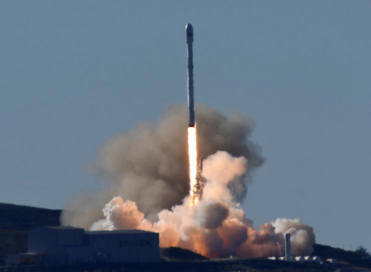 SpaceX returns to flight, sending satellites into orbit