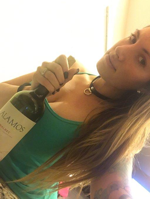 Friends & #wine 💙you @GBreauxWilliams https://t.co/KpT8XwVtMJ