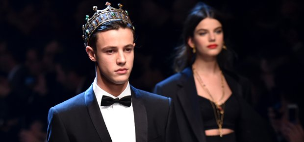 .@dolcegabbana court millennials as they introduce 'the new princes' https://t.co/3Edzizdvbm - @camerondallas https://t.co/1C7AQmNTsu