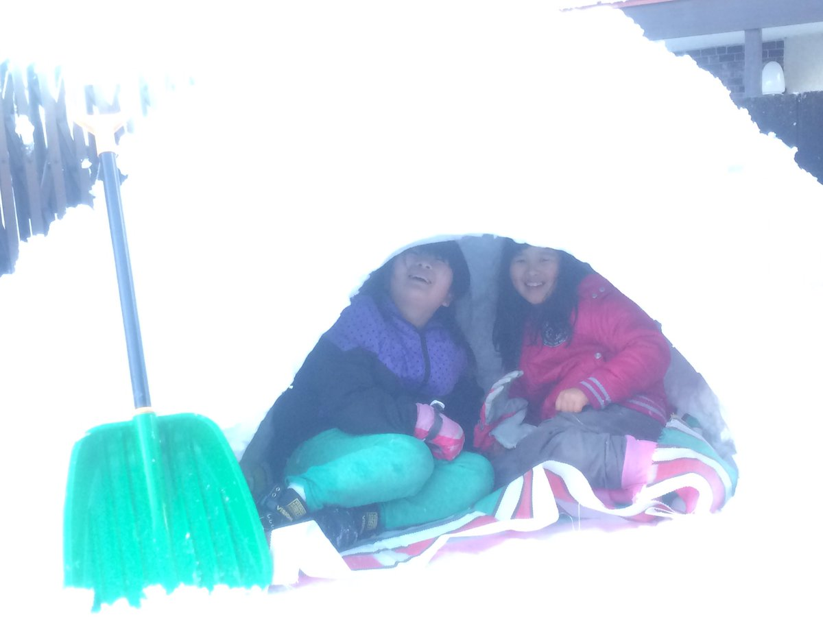 いい写真が撮れた☝︎☝︎けど、私はツカレタ…#妹 と、 #お友達#お姉ちゃん #頑張った#かまくら 。゚(゚^ਊ^ํ )