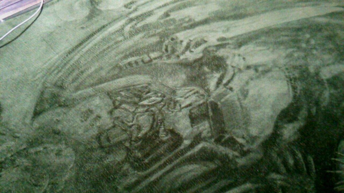 鉄血見終わってそわそわカーペットにバルバトス描いてたら、そわそわしすぎてドラグナー描いちゃったよ しかもこれ大張さん版っ