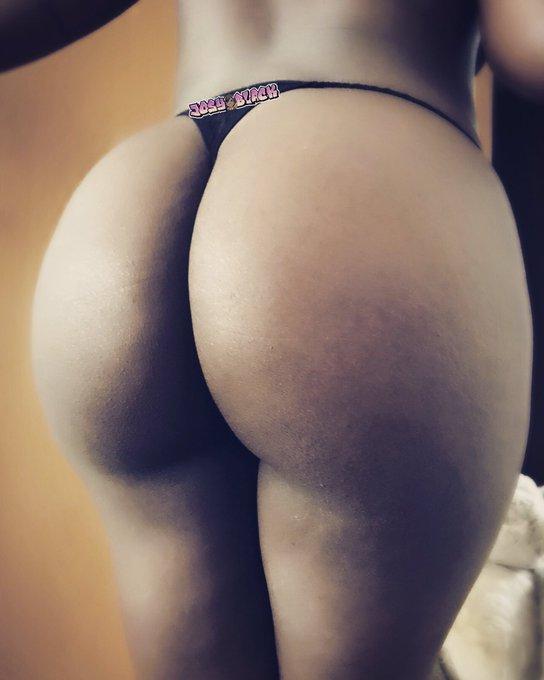 Booty Morning 😆🍑  #booty #ebony #fat #twerk #big #darkskin #porn #porngirl https://t.co/o7kAXm9eOi