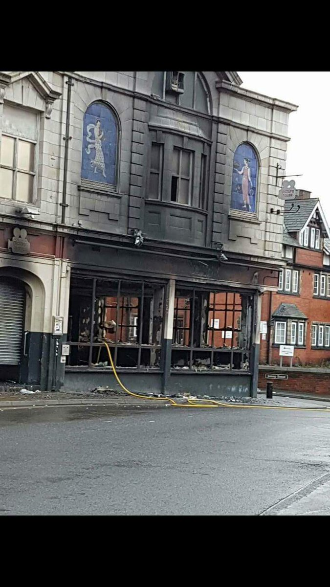Fire in #Castleford Picture House pub gutted Road around it closed. @PontandCas https://t.co/Ldhjs1t93z