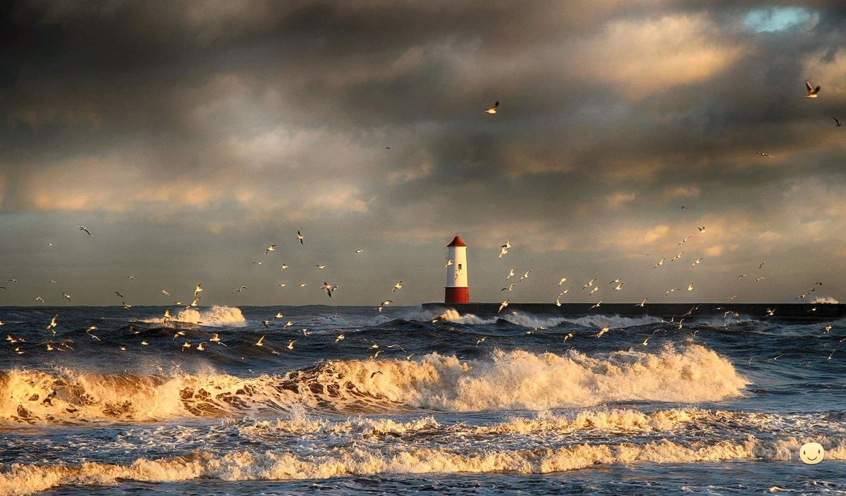 Stormy sea moody skies and fantastic light at port of Berwick pier Northumberland   , yesterday https://t.co/Lysc4PGI31