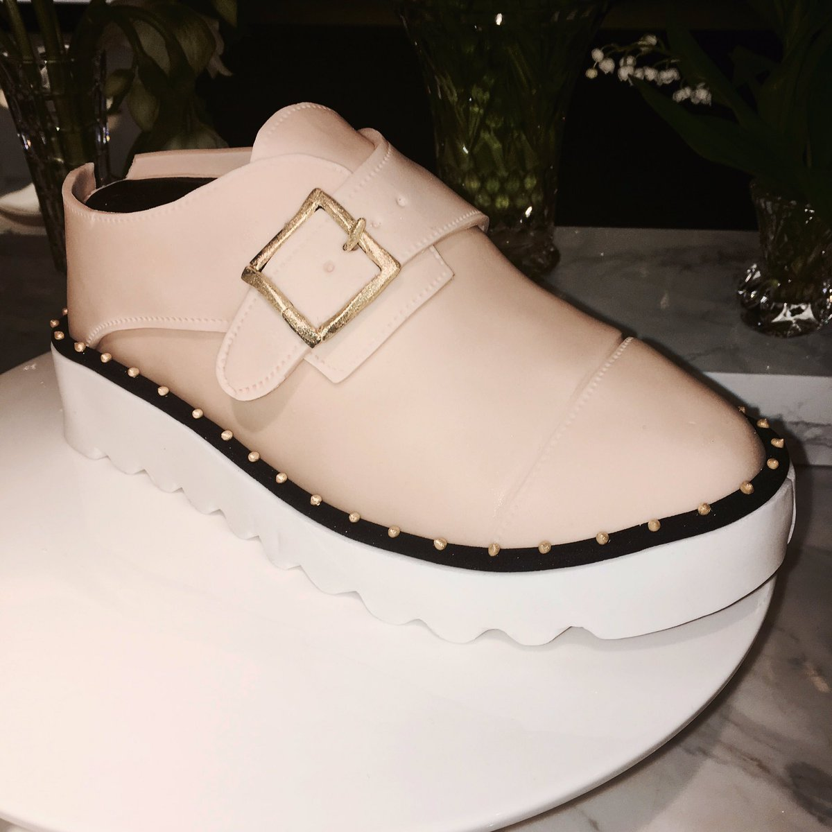 Is it a cake… or a shoe… or an #OdetteShoes cake!? x Stella https://t.co/MaXC4pimnx