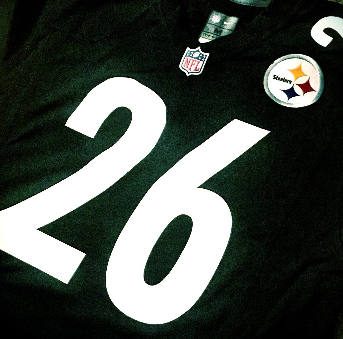 Want this @L_Bell26 jersey? RT this for a chance to win! #HereWeGo https://t.co/OPlQ4BGI4J