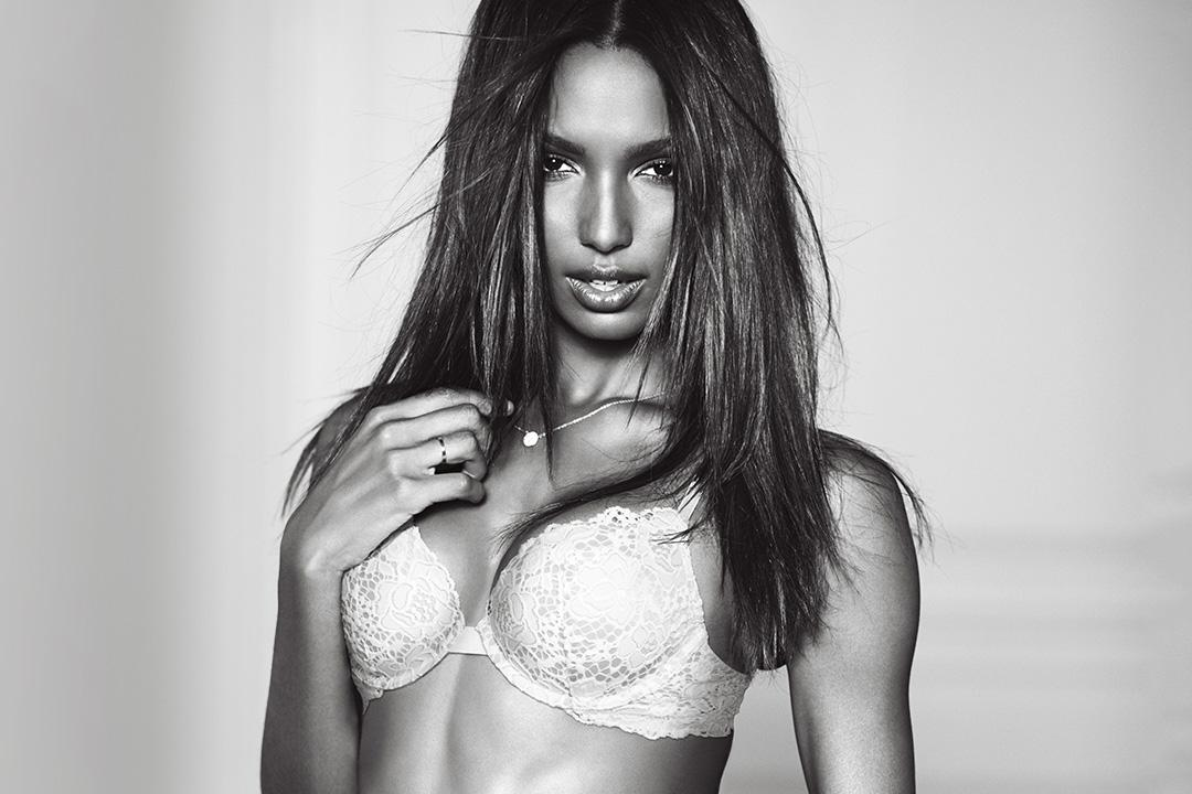 Valentine's Day obsession: the Very Sexy Push-Up.  #XOXOVictoria https://t.co/y9kbpPlsKn https://t.co/CJW74CnZql