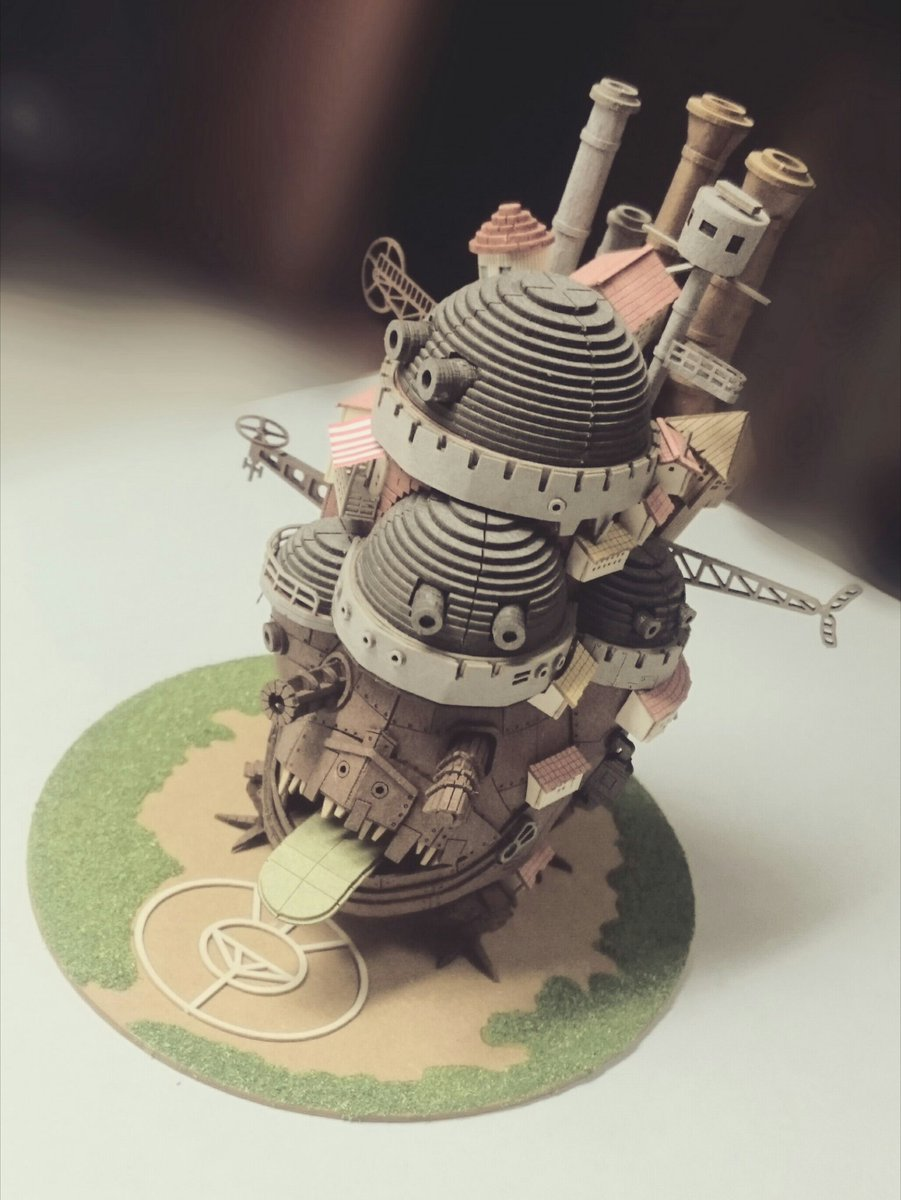『ハウルの動く城』のペーパークラフトやっと完成した。