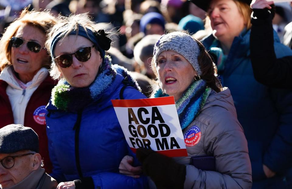 Photos: An estimated 6,000 people gathered for #OurFirstStand rally at Faneuil Hall to save Obamacare https://t.co/0tnXwcgdiJ