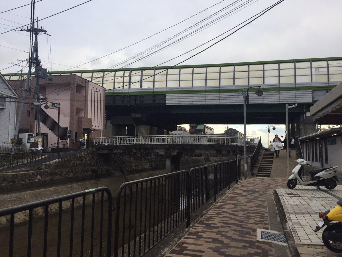 そういえば、たまこまーけっと・たまこラブストーリーで有名な京阪藤森駅前の琵琶湖疏水ですが歩道の舗装がタイル敷きに綺麗にな
