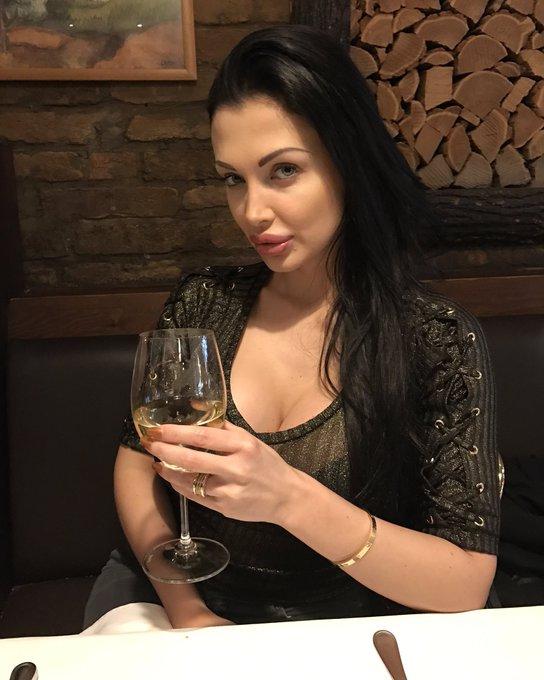 Enjoying some Italian food&wine. https://t.co/aSpnbJlp5d