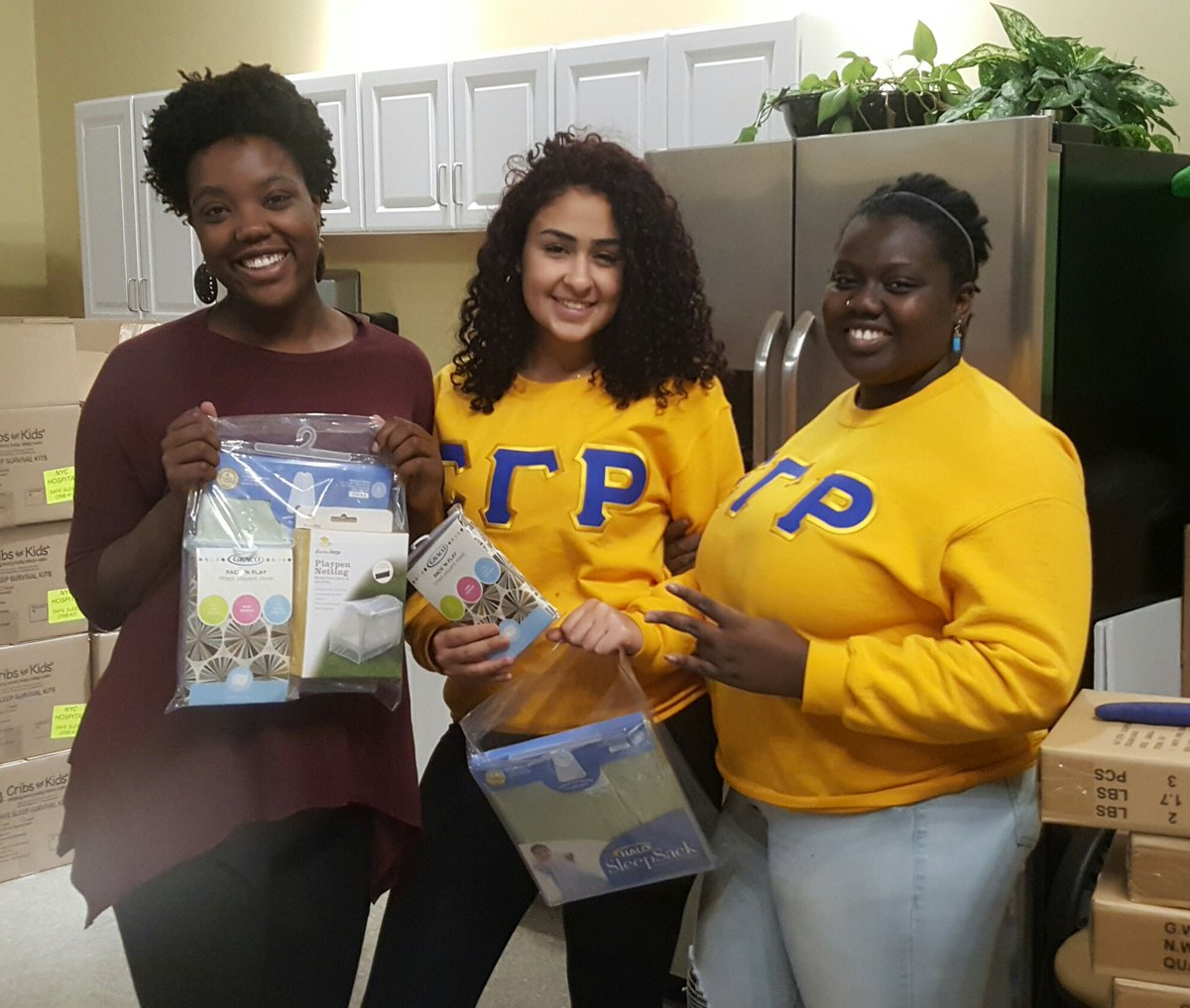RT @PittStudents: Ladies from @PittSGRhos  helping out in the community for #MLKDAY #PittCares https://t.co/NMznHHEUPN