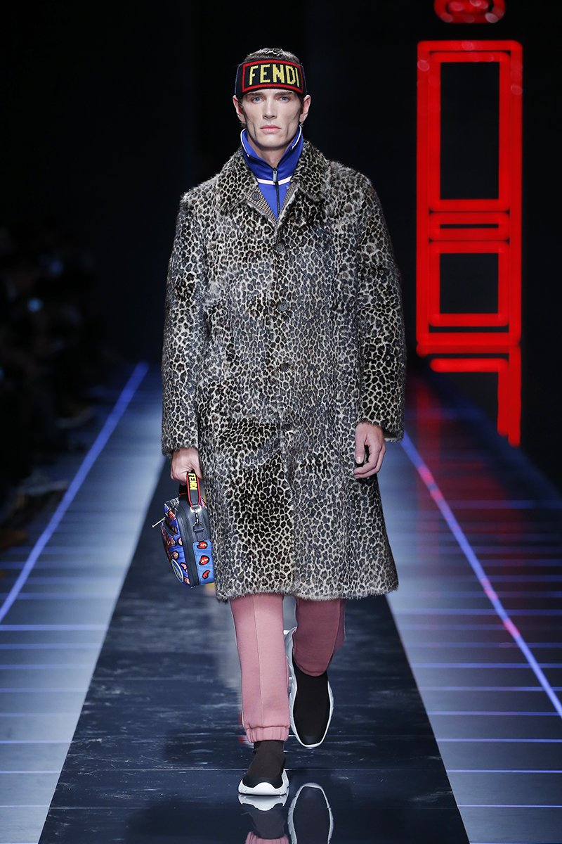 #FendiFW17 hits the runway. Leopard print and pink are for boys too. #MFW https://t.co/Q67xWJBmzJ