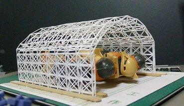 #ガンプラ サンダーボルト版旧ザクの関節塗ったダス。格納庫試作(飛行機食玩用)の骨組み組み立ても終了~。置く場所が無かっ