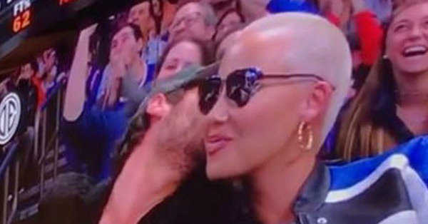 Amber Rose & Val Chmerkovskiy on the kiss cam is a perfect 10: