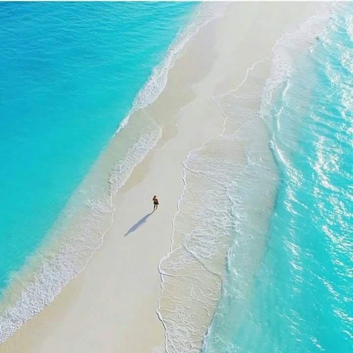 Natural walkway in the Maldives: https://t.co/fW0WOYDm6u