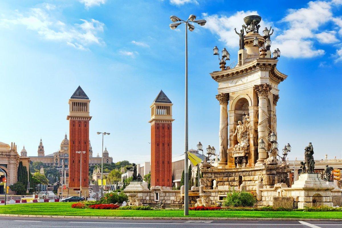 #Barcelona Plaza de España, la fuente monumental representa una alegoría poética a España. #Cataluña #VisitSpain