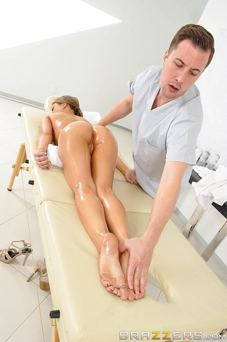 1 pic. #NewZZ @KendallKayden wants a foot massage, ends up taking a dick too.  https://t.co/kZzDj6aD5B