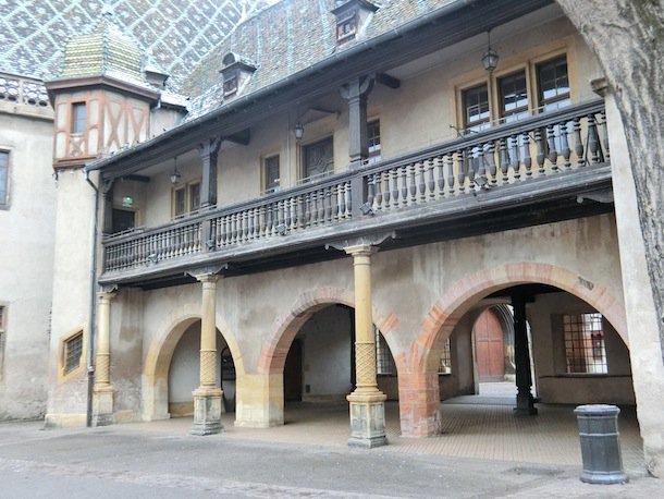 この建物も宮崎駿『ハウルの動く城』のモデルになっているらしい。