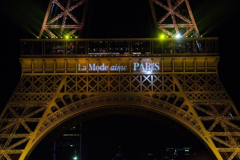 La capitale de la Mode est prête à accueillir 5 jours de défilés pour la #ParisFashionWeek homme 2017 ! 👏 👔 #LaModeAimeParis #PFW https://t.co/8aV2DBbmmx