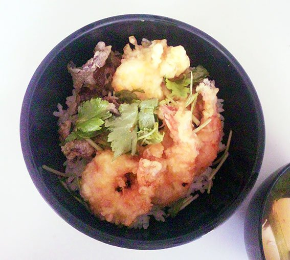 ◉うち昼ごはん 玉子丼は食戟のソーマで記載され冷凍した玉子を使って天ぷらけっこう作ってみると美味しいです😍✌