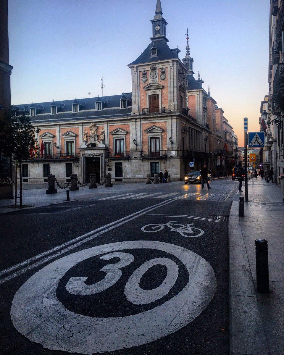 """""""El dolor de hoy será tu fuerza para mañana"""" 💪🏼 ¡Buenos y gélidos días desde la Calle Mayor! #madrid #felizmiercoles"""