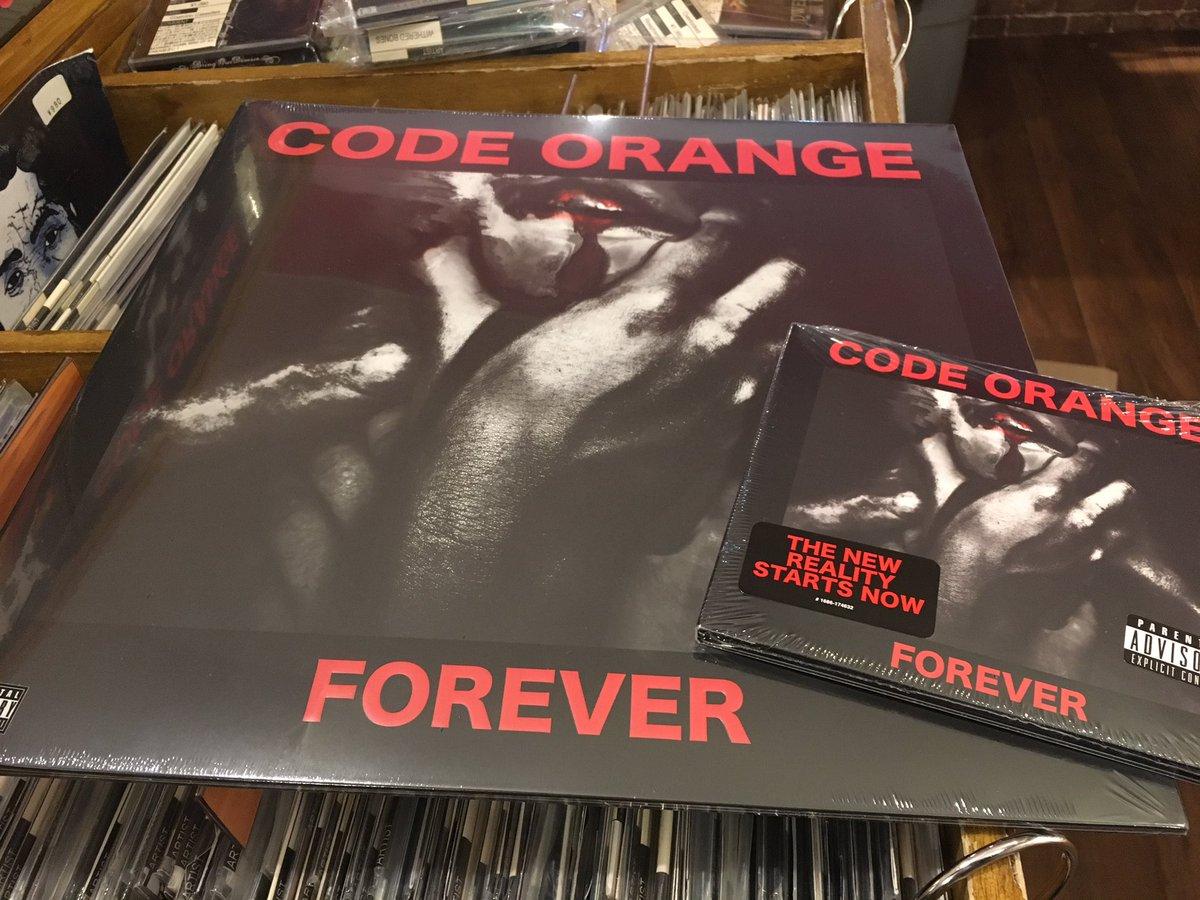 昨夜入荷したCODE ORANGEの新作は大好評販売中🎯CD/LP共に在庫しています📣Dr&VoのJamiはUN