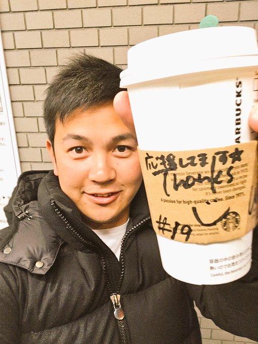 今日はこんな素敵な人に…✨  某コーヒーショップに行きました🐾お店を出ると一言…有難うございました  お店を出てスリーブを見ると…  お店の中では特に握手を求められる事も、声をかけられる事もなく、静かに接客🐾  こんな素敵な人になりたい✨ とほっこり。  #baystars