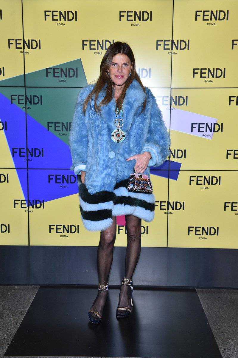 Guest list highlights! @annadellorusso  at the #FendiFW17 fashion show in Milan. #MFW https://t.co/fiZ9IUyl4T