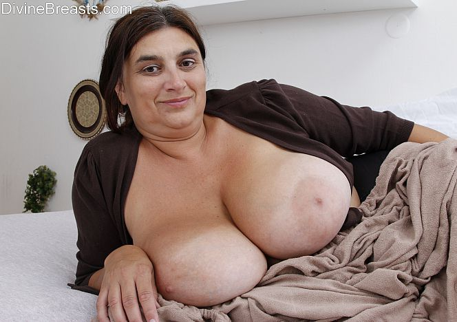 Delilah Sexy #busty #milf see more at https://t.co/nmHUqDPtgK https://t.co/kXN8Ddxh60