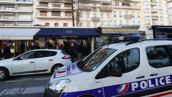 🇫🇷 #France 892 homicides en 2016 (872 en 2015). +4% de cambriolages. Les violences de nouveau en hausse. https://t.co/jCZp8Fhxce