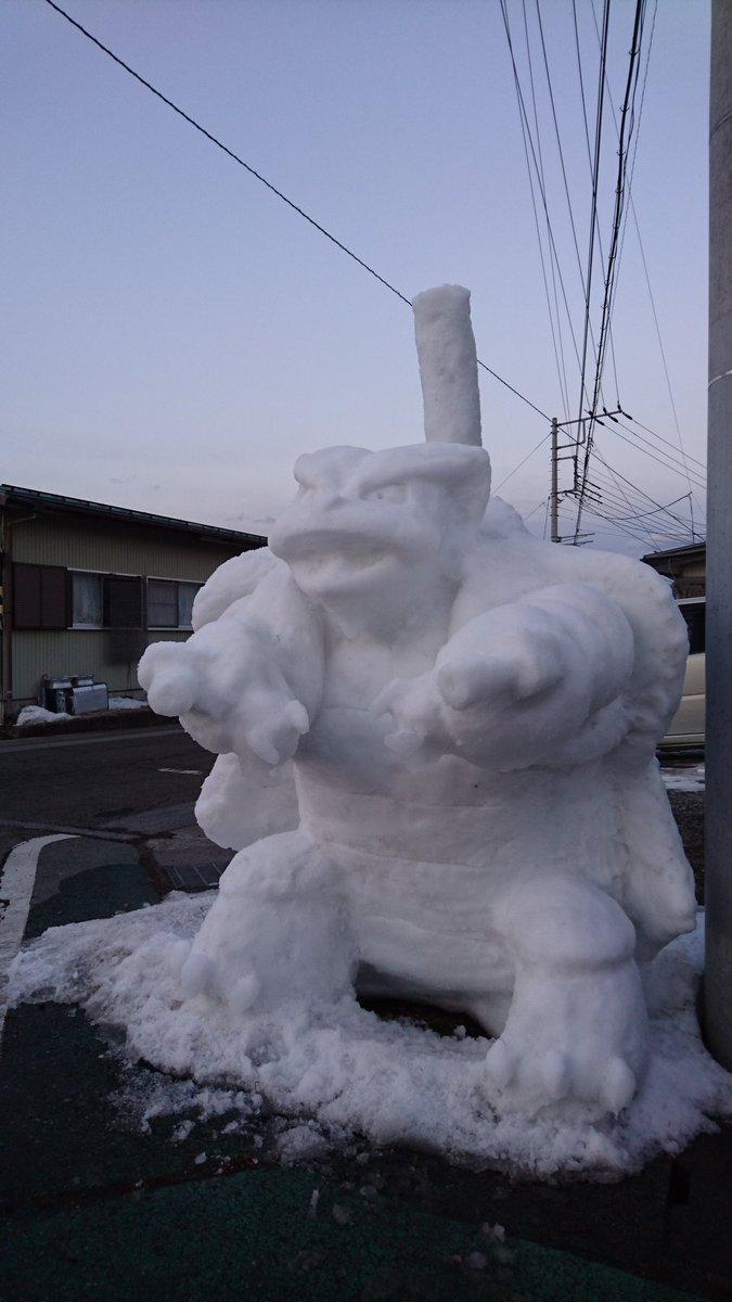 メガカメックス雪像も本日の太陽光線と気温攻撃に壊滅的なダメージ予想。メガカメックス!れいとうビームだぁ‼#富士吉田 #雪