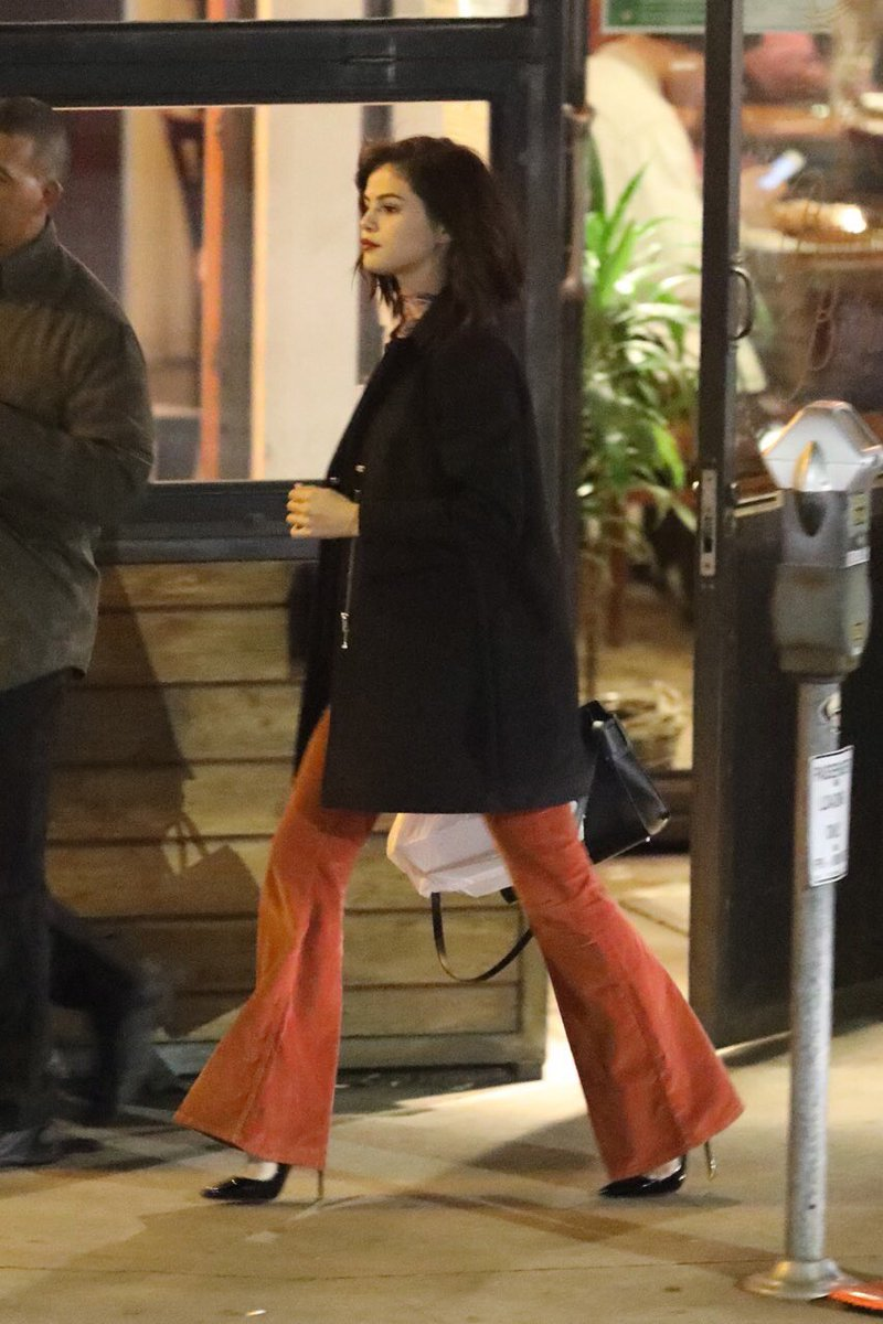 RT @GomezSource: Selena spotted leaving Boneyard Bistro in Sherman Oaks, California - 17th January 2017 https://t.co/XTxTISToDa