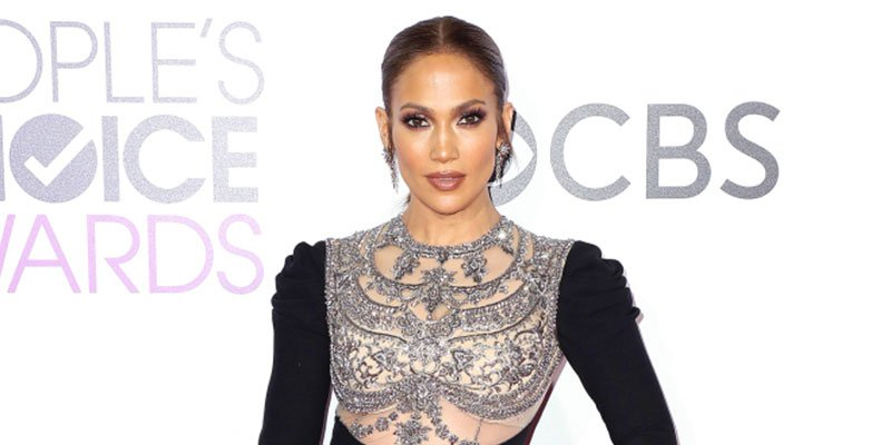 Jennifer Lopez brings the bling in a big way at the PCAs ? via @peoplestyle