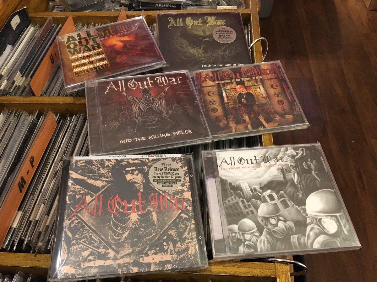 完売していたリリースを再入荷で揃え久々のALL OUT WARのアルバム全種CDにて到着📦あなたはどのアルバムが一番好き