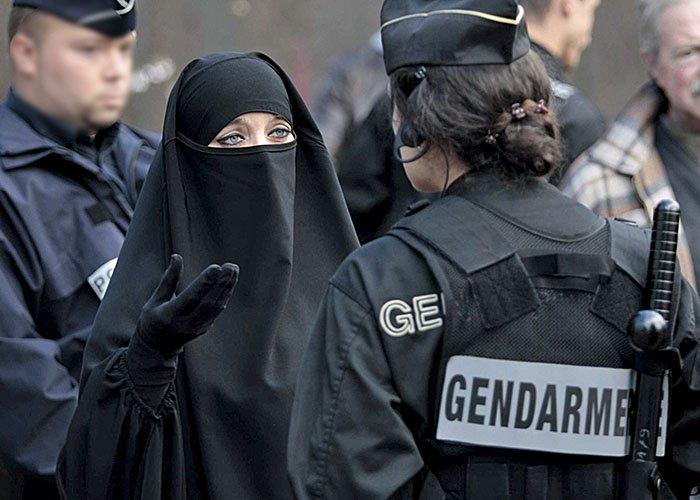 [REPORTAGE] A Trappes, l'islamisme a vaincu la République >> https://t.co/L4wYUMwkxy