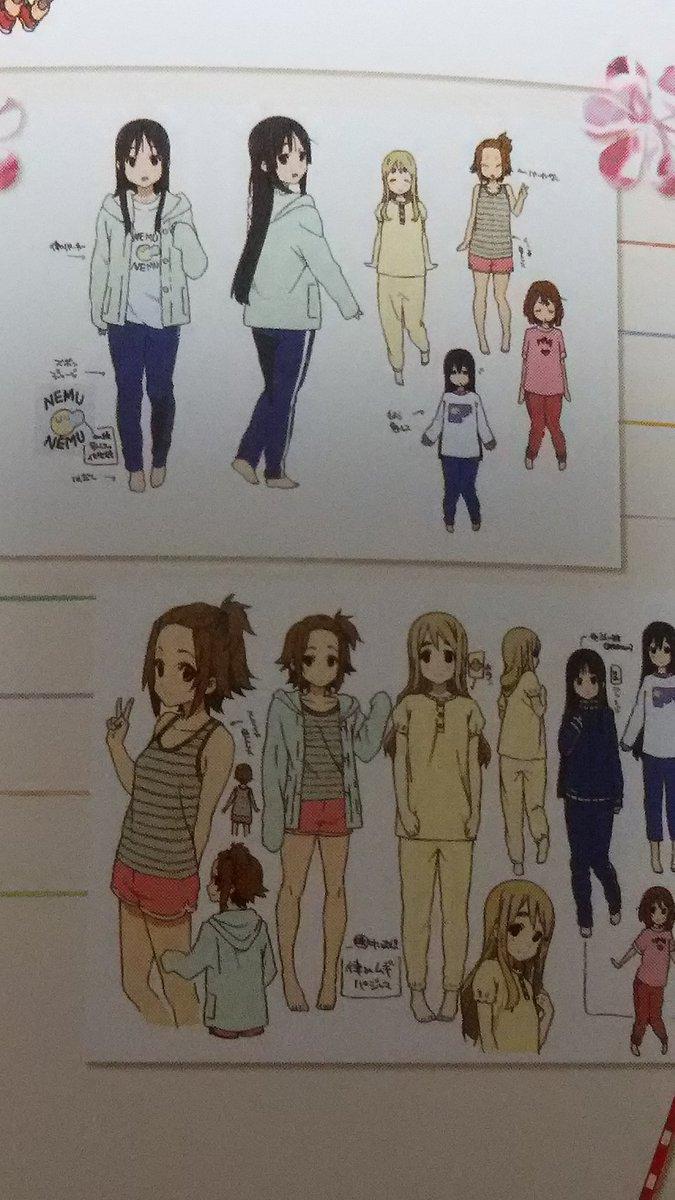 私は映画で澪ちゃんがずっと律ちゃんのパーカー着てて悶えるしかなかった。これパーカー律ちゃんには少し大きかったから、劇中に