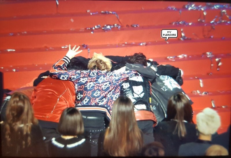 exo's group hug when winning daesang is one of my most favorite moments ♡ https://t.co/bc8hHlOW7v