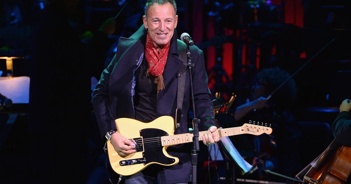Obamas, staff get White House sendoff from Bruce Springsteen