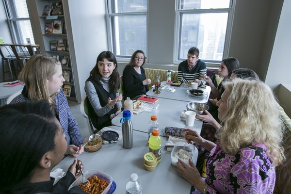 RT @CornellCAS: Alumni welcomed students for career explorations during winter break: https://t.co/h9WhzZEYc7 https://t.co/33Crka7MqQ