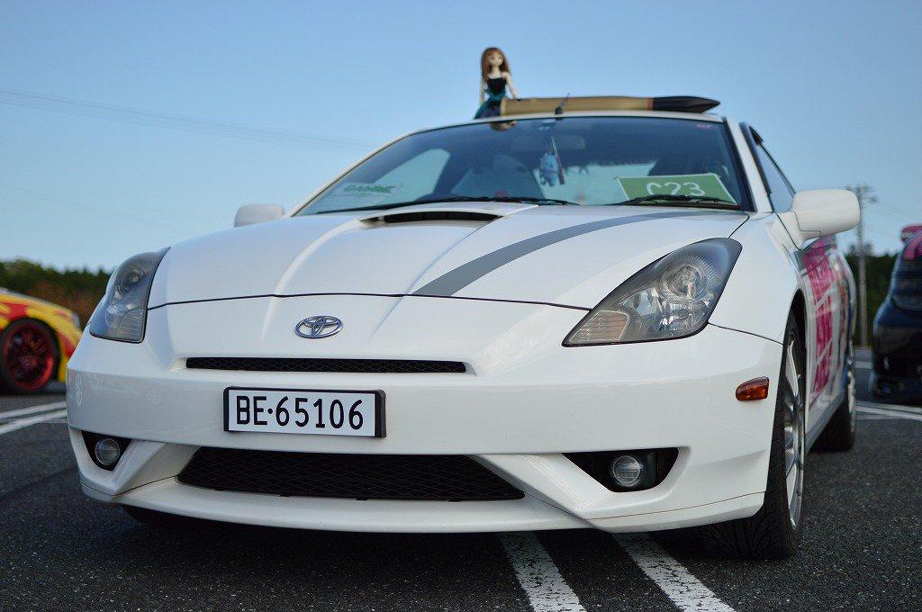 あとは自分の車の小ネタ等。ナンバーは希望ナンバーで【ろこどる】の主人公、宇佐美奈々子のニックネーム「なにゃこ」の語呂合