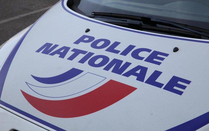 🇫🇷 #SaintOuen La police abat le pitbull des dealeurs avant qu'il ne leur saute à la gorge. https://t.co/snBYakwsnC