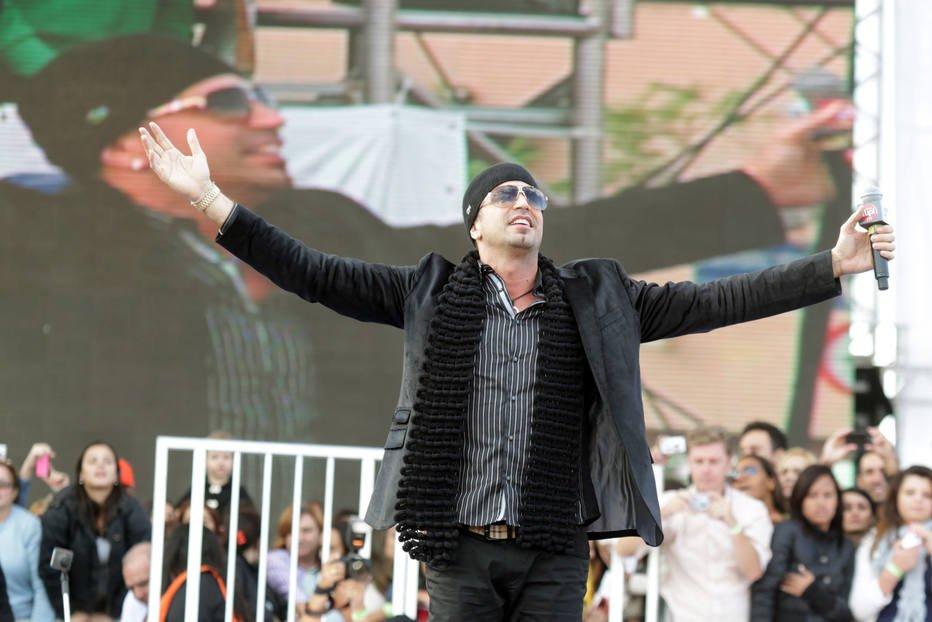 Com convite em mãos, cantor Latino está nos Estados Unidos para a posse de Trump https://t.co/SyXJFylJVq
