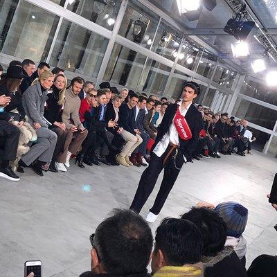 シュプリーム×ルイ・ヴィトン 噂のコラボがショーで公開 斎藤工らフロントロウには日本からのゲストも